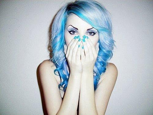фото девушек с синими волосами